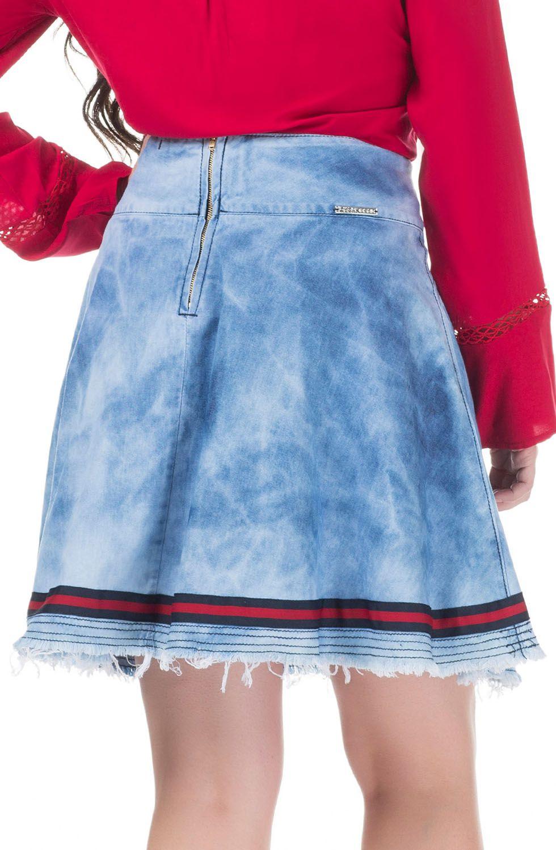 Saia Jeans Evasê com Lavada Acid com Barra Desfiada e Detalhe de Galão Personalizado Dyork Jeans