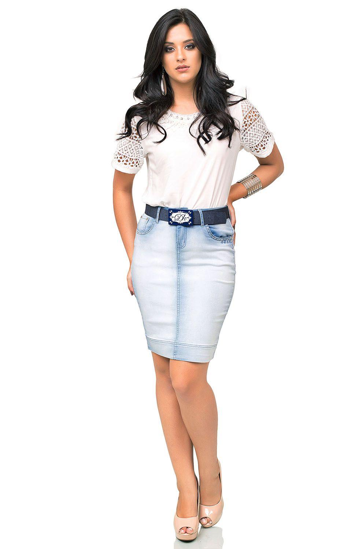Saia Secretária Jeans Clara com Bordados Manuais Frontal Dyork Jeans