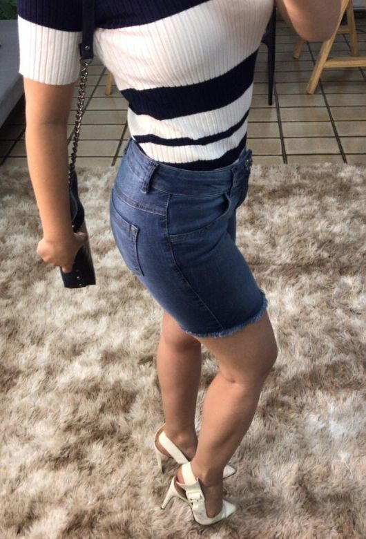 Bermuda Feminina Jeans Desfiada Azul Escuro