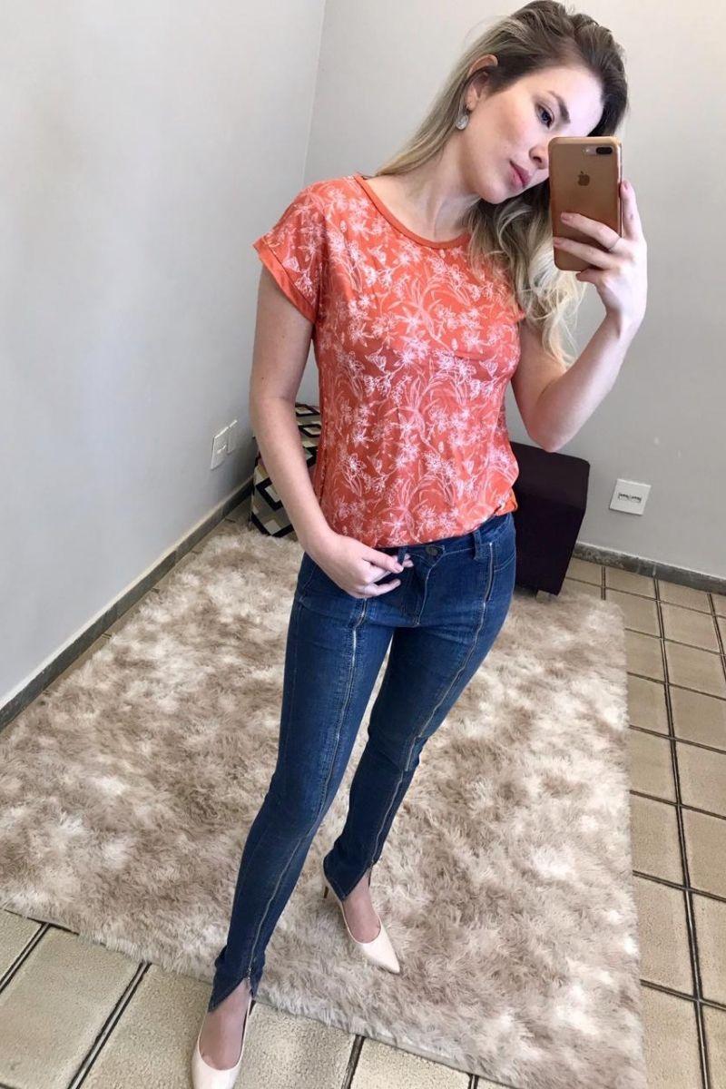 T-Shirt Feminina Contemporânea 5