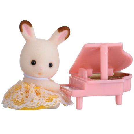 Sylvanian Families - bebê Coelho Chocolate com Piano - Epoch
