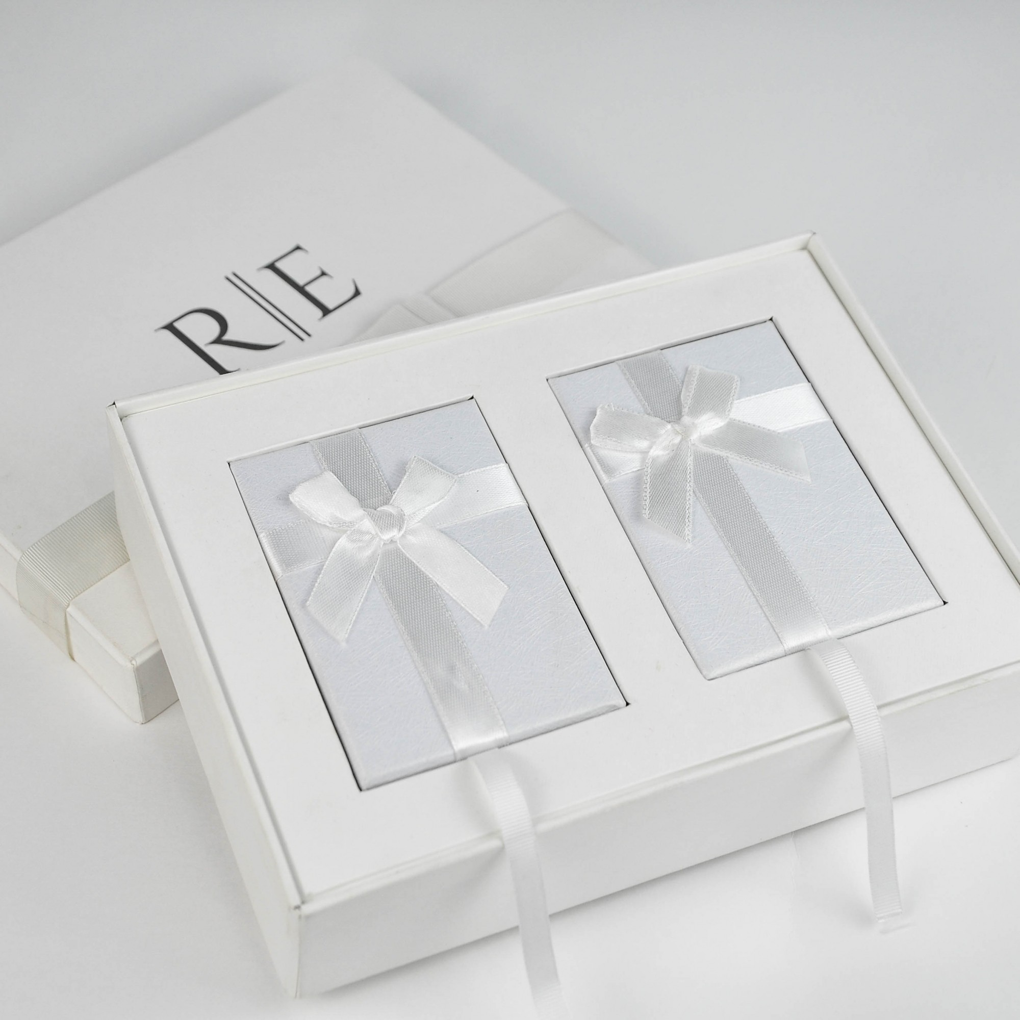 10 Kits Completos para Padrinhos, contendo (cada kit), Box Personalizada, 1 escapulário Masculino de Aço e 1 Feminino de Prata com banho de Ouro 18k