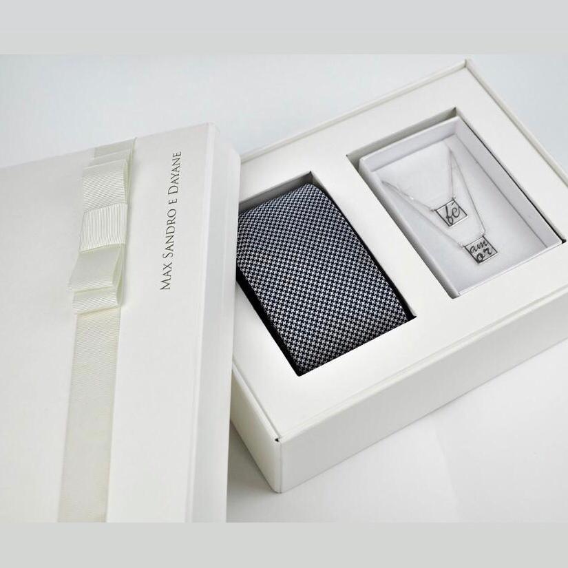 """16 Kits Completos para Padrinhos, contendo, Box Personalizada, 1 Gravata Masculina e 1 Colar """"Amor e Fé"""""""