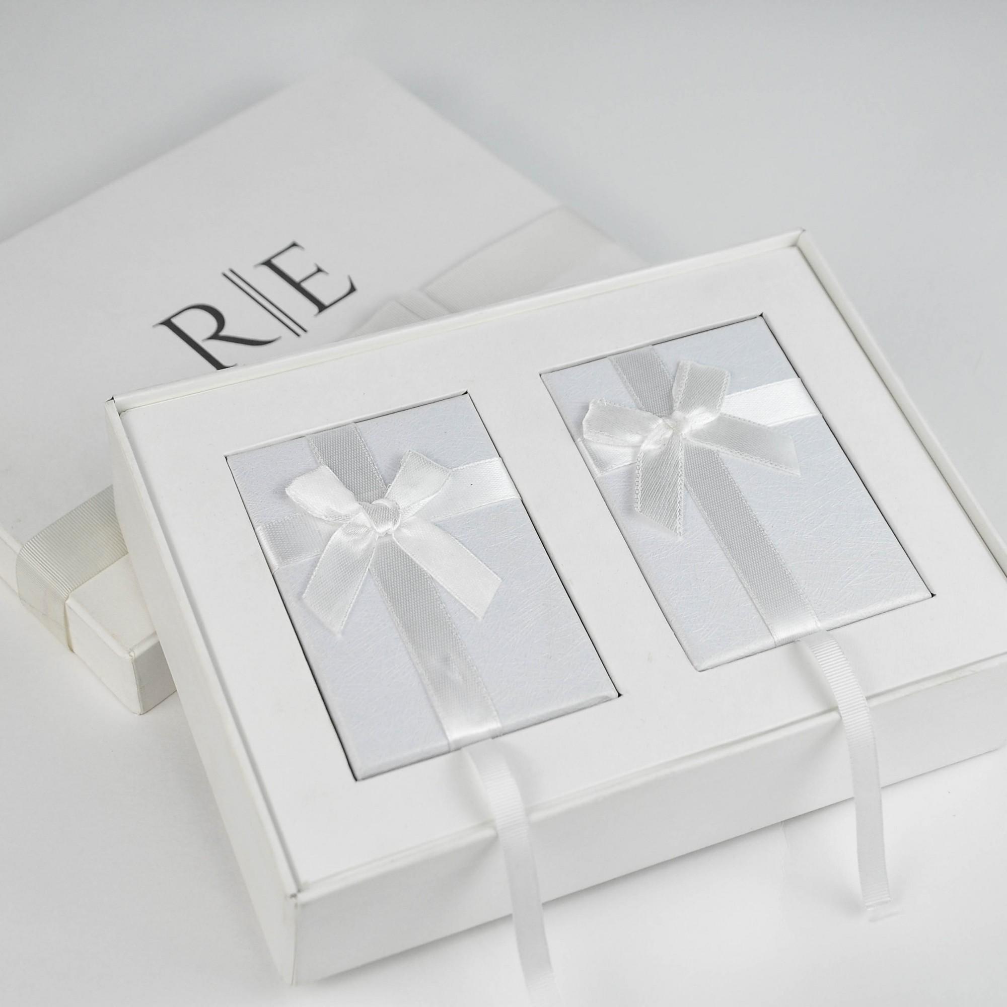 Kit Completo para Padrinhos, contendo, Box Personalizada, 1 escapulário Masculino de Aço e 1 Feminino de Prata com banho de Ouro