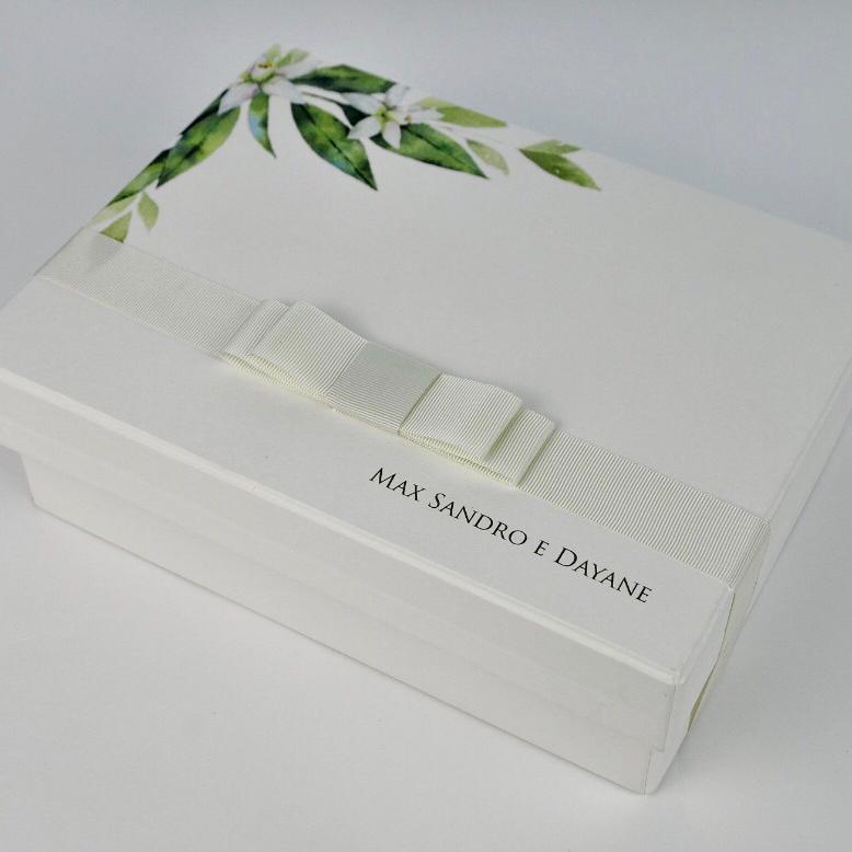 Kit Completo para Padrinho, contendo, Box Personalizada, 1 Gravata Masculina e 1 Escapulário Feminino de Prata com banho de Ouro