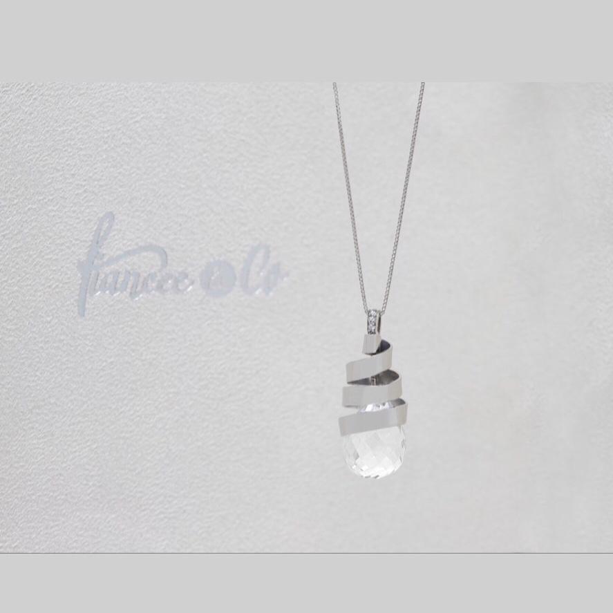 Colar de Ouro Branco 18k, com Cristal de Rocha e Diamantes