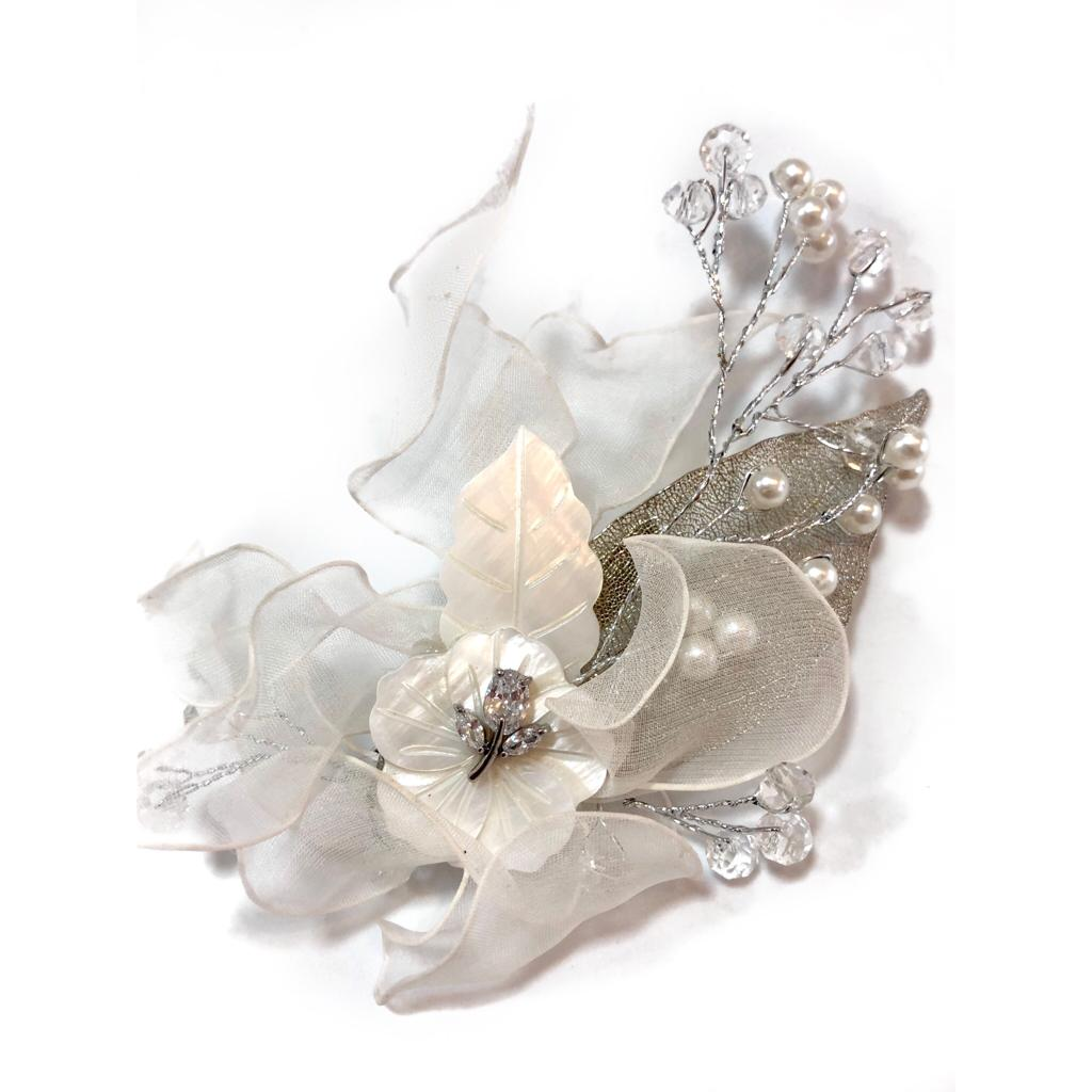Presilha para noivas - Com Flor de Madre Pérola e Folhas de Seda - Presilha Leonora