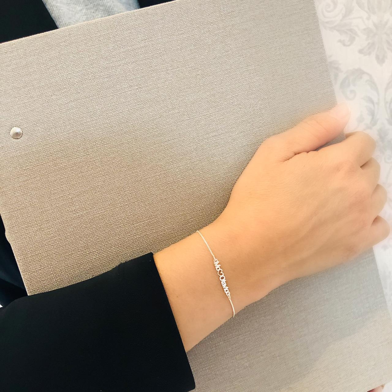 Pulseira Feminina Manuscrita a laser, com corações nas laterais, Banho de Ouro 18k