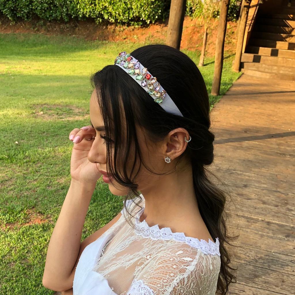 Tiara Artesanal para Noivas, de Tecido Branco, com aplique de Pedras Coloridas