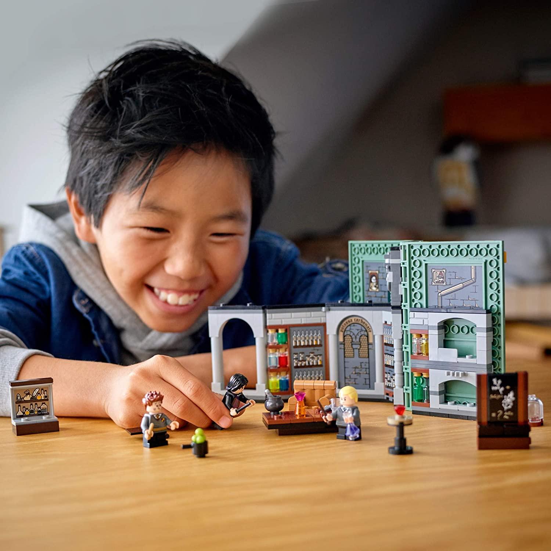 LEGO Harry Potter- Momento Hogwarts™: Aula de Poções 76383