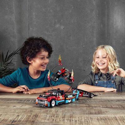 LEGO Technic - Motocicleta e Caminhão de Acrobacias 42106