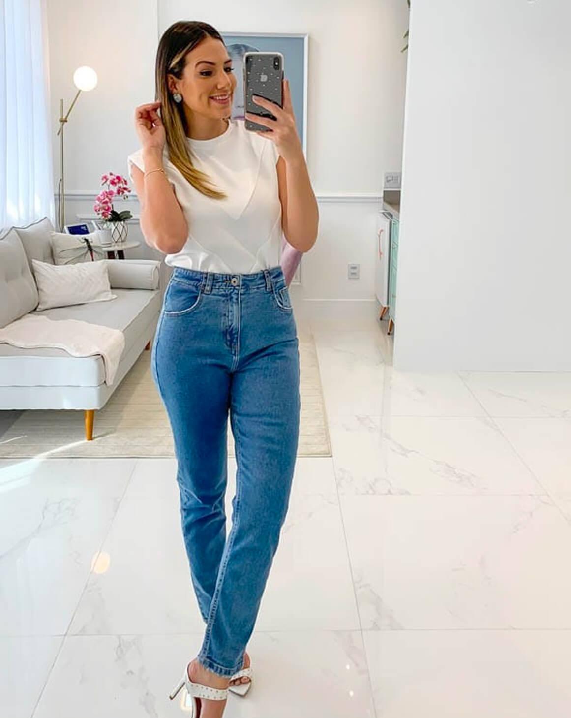 Calça Mom Jeans Ajuste nas Costas