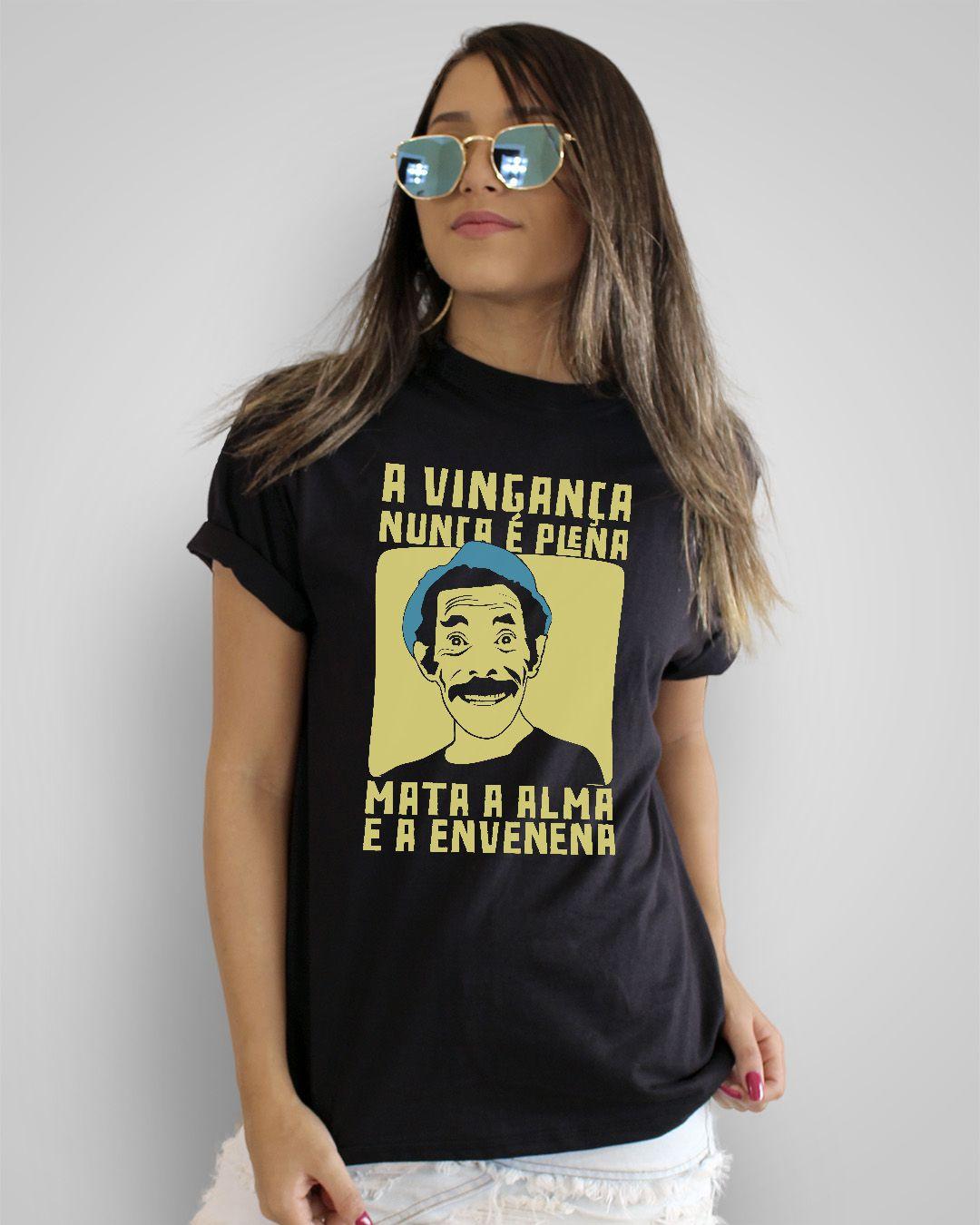 Camiseta A vingança nunca é plena, mata a alma e a envenena - Seu Madruga