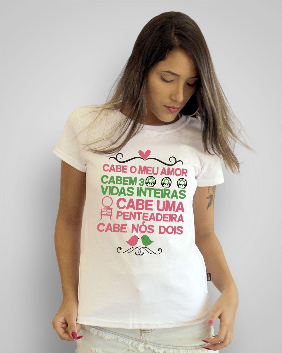 Camiseta Cabe o meu amor, cabem três vidas inteiras, cabe uma penteadeira, cabe nós dois - A banda mais bonita da cidade