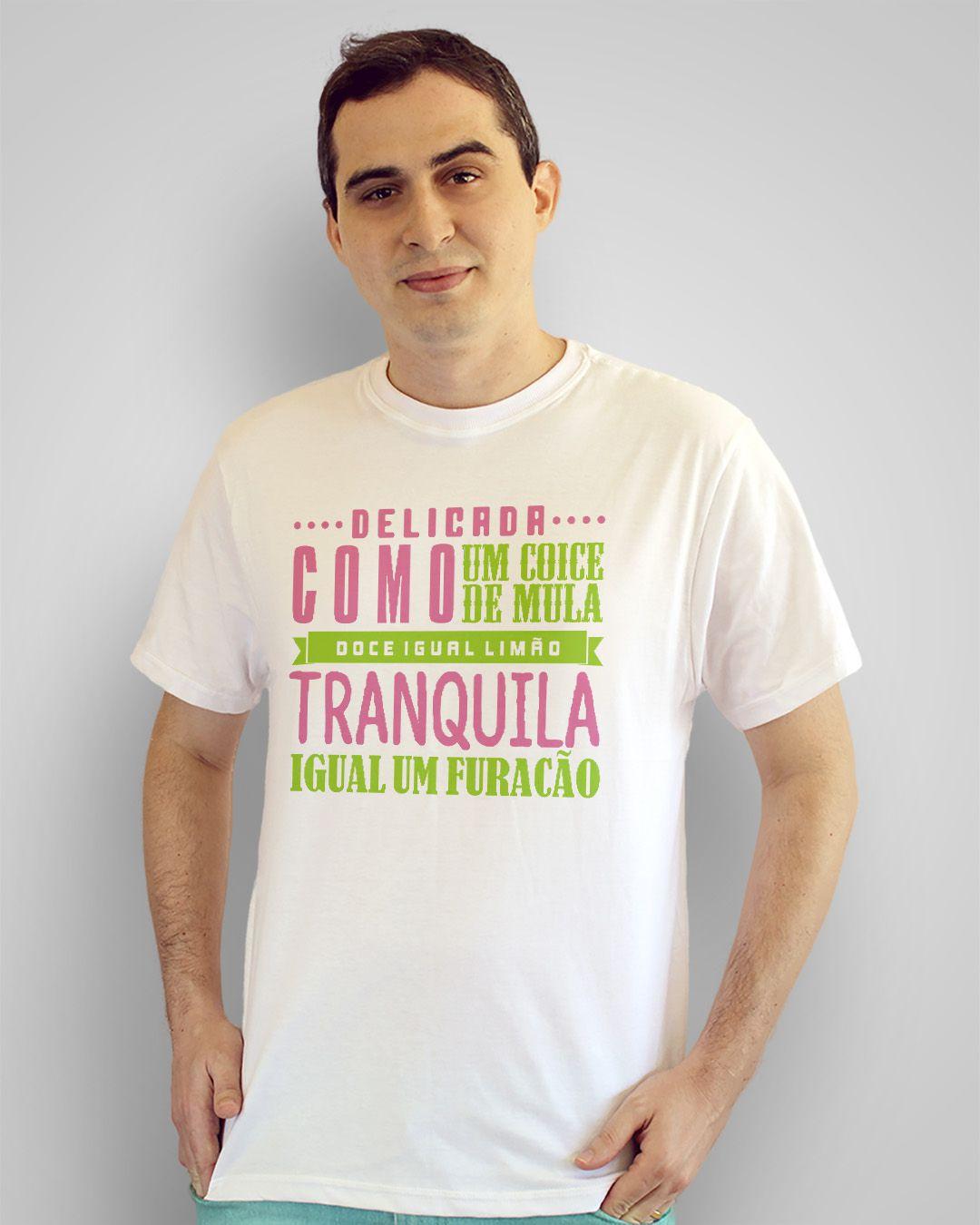 Camiseta Delicada como um coice de mula, doce igual limão, tranquila igual a um furacão
