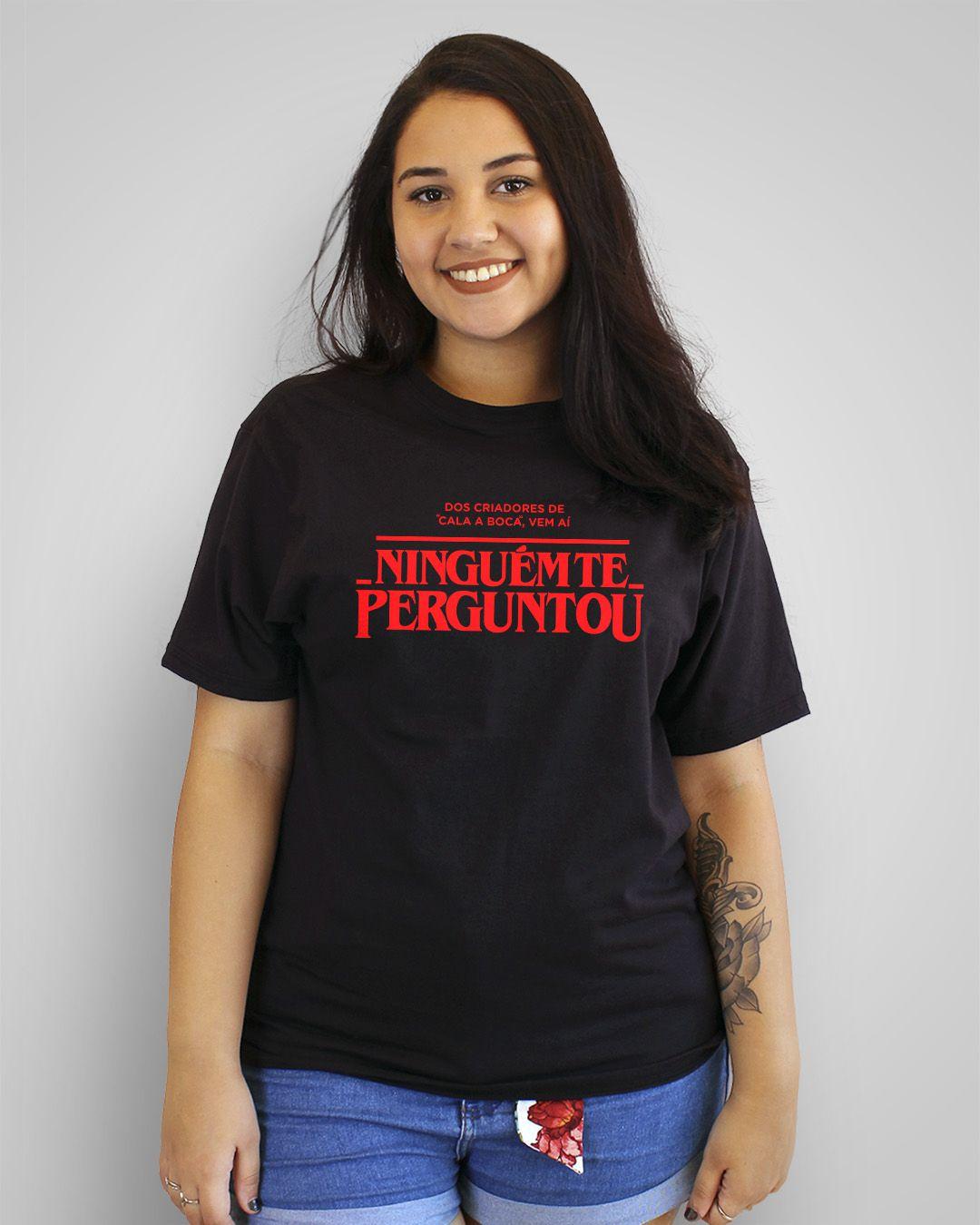 """Camiseta Dos criadores de """"Cala a boca"""", vem aí: Ninguém te perguntou"""