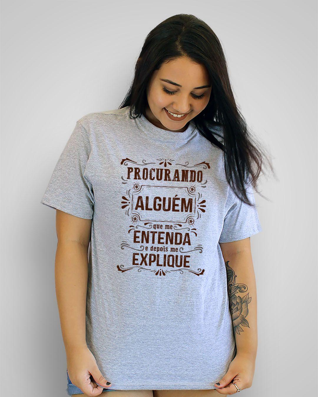 Camiseta Procurando alguém quem me entenda e depois me explique