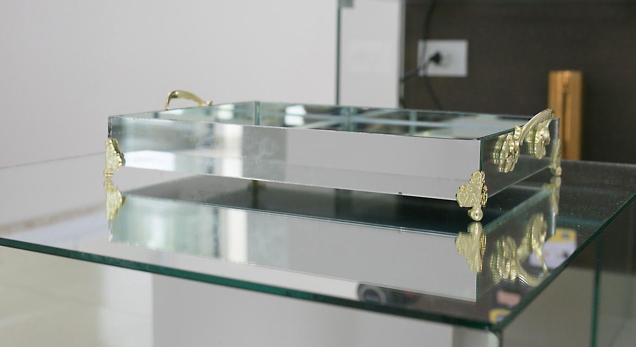 Bandeja Espelhada Com Alça E Pé Dourado Jantar Bar 30X20