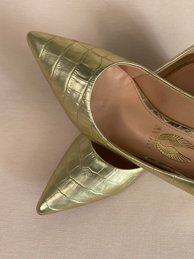Scarpin dourado Rebeca 345