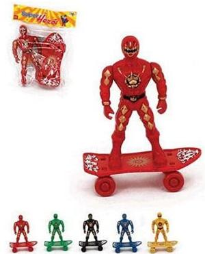 Boneco Super Herói Com Skate
