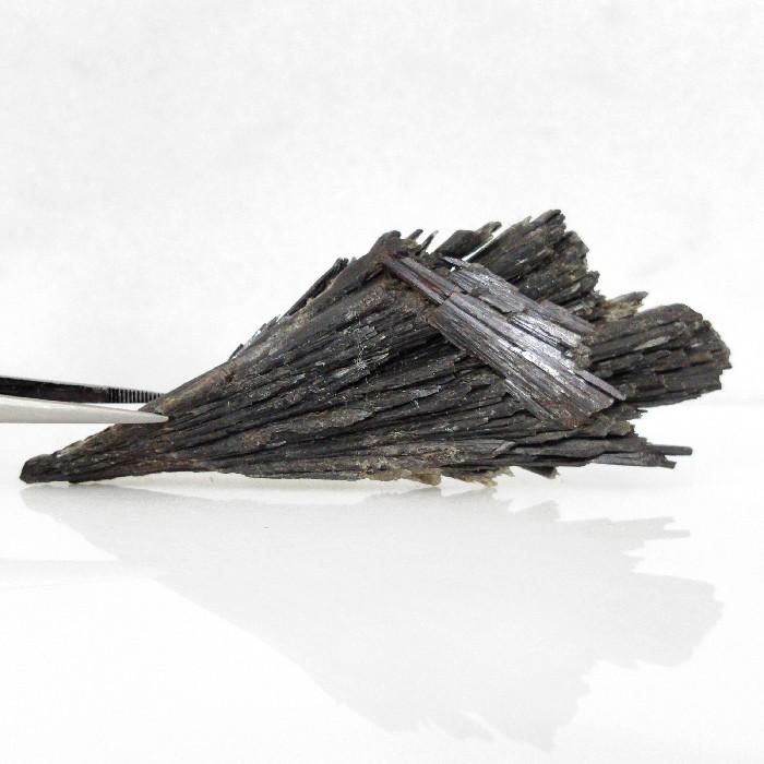 Cianita preta - 9,8 cm