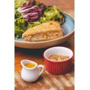 Combo de Salada com Torta de Frango, milho e cream cheese - Suco- Sobremesa