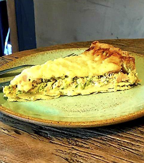 Combo de Salada com Quiche de Abobrinha com Peito de Peru - Suco -Sobremesa