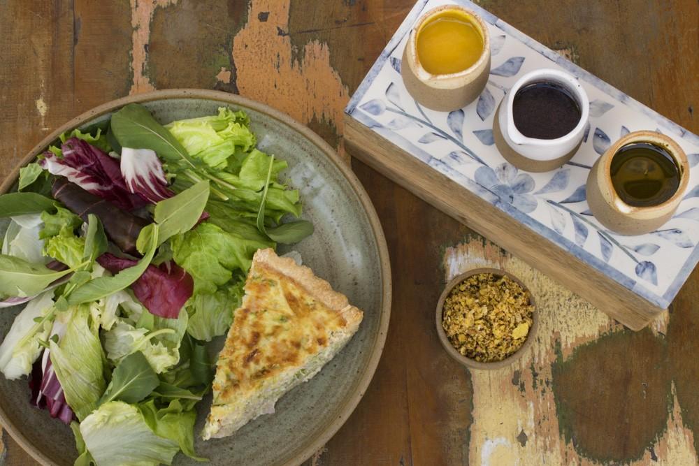 Quiche de Abobrinha e Peito de Peru e Salada