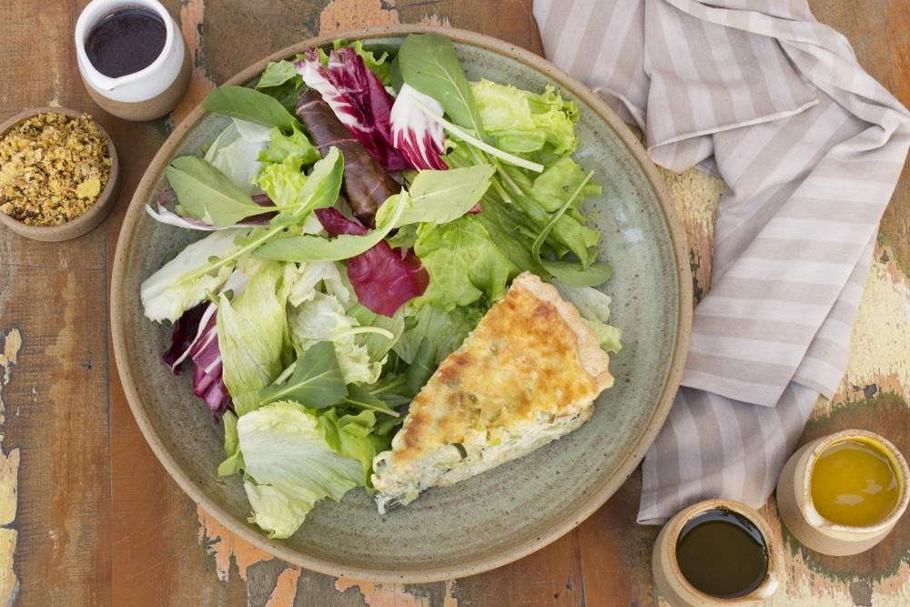 Quiche de Alho Poro com Salada