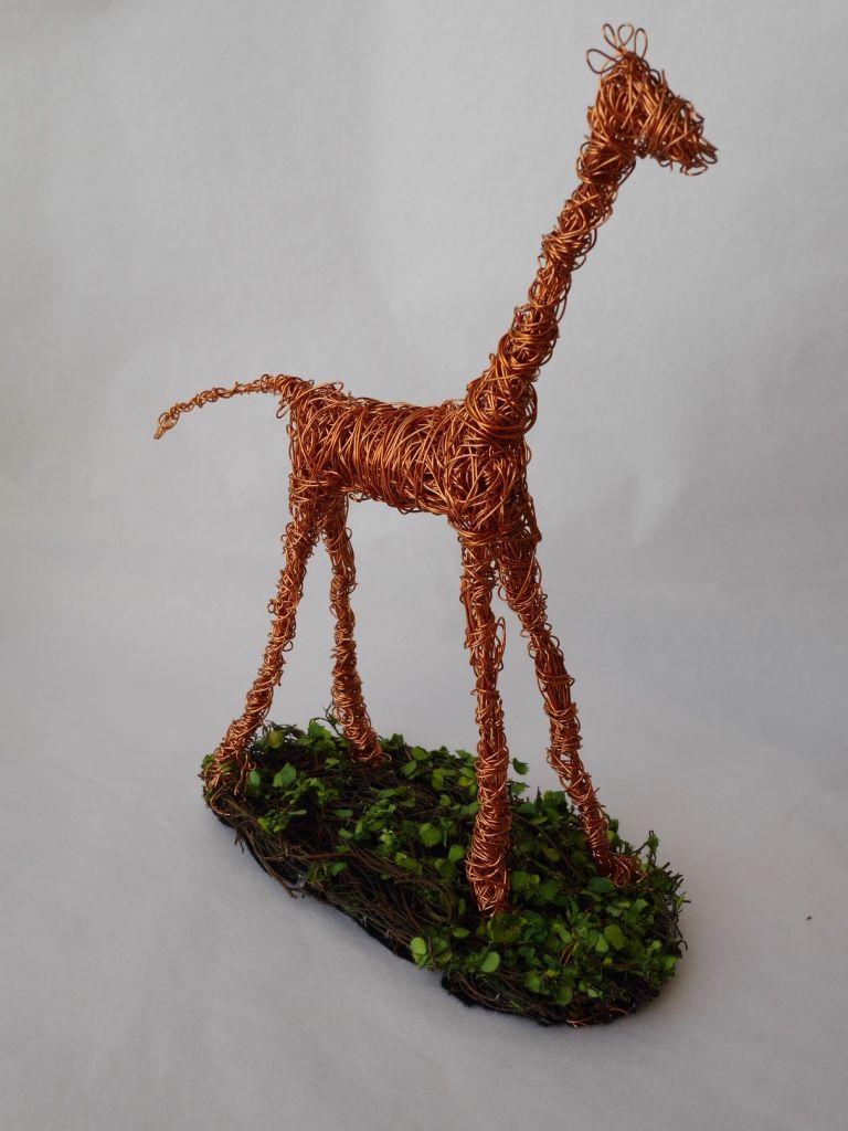 Escultura com Fio de Cobre  Retorcido - Girafa - Tânia Monnerat