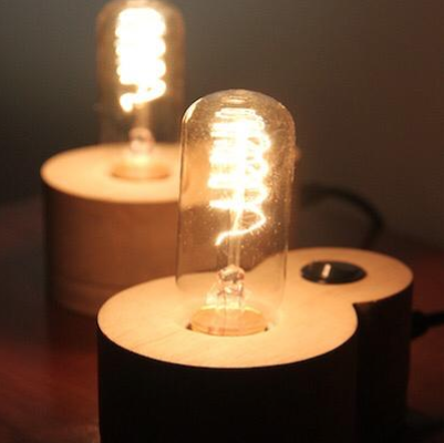 Luminária de mesa 8 em Madeira Caixeta - Soletue Design