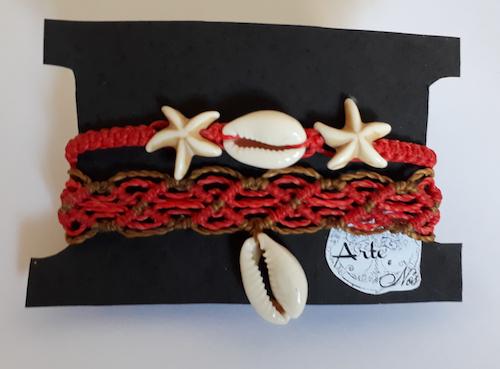 Mix de pulseiras em macramê com estrelas do mar e búzios - Arte e Nós
