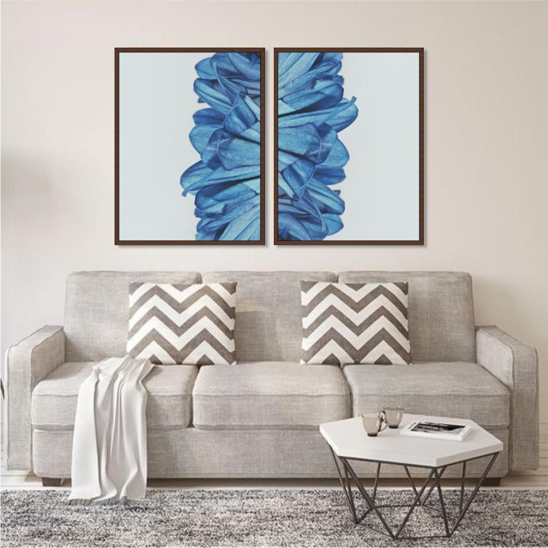 Composição com 2 Quadros Decorativos com Pétalas em Tons de Azul