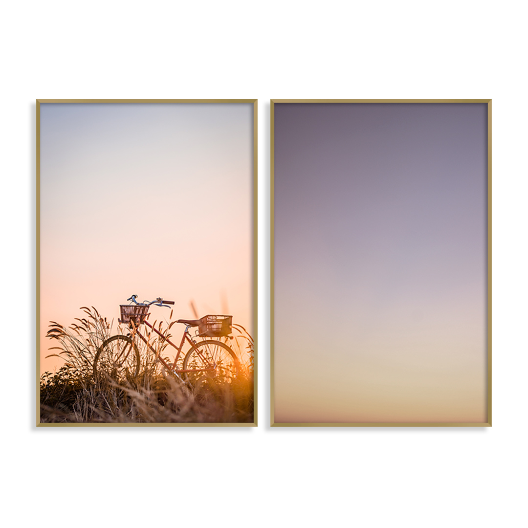 Conjunto com 2 Quadros Decorativos Fotografia de Bicicleta e Céu em Tons de Lilás e Azul
