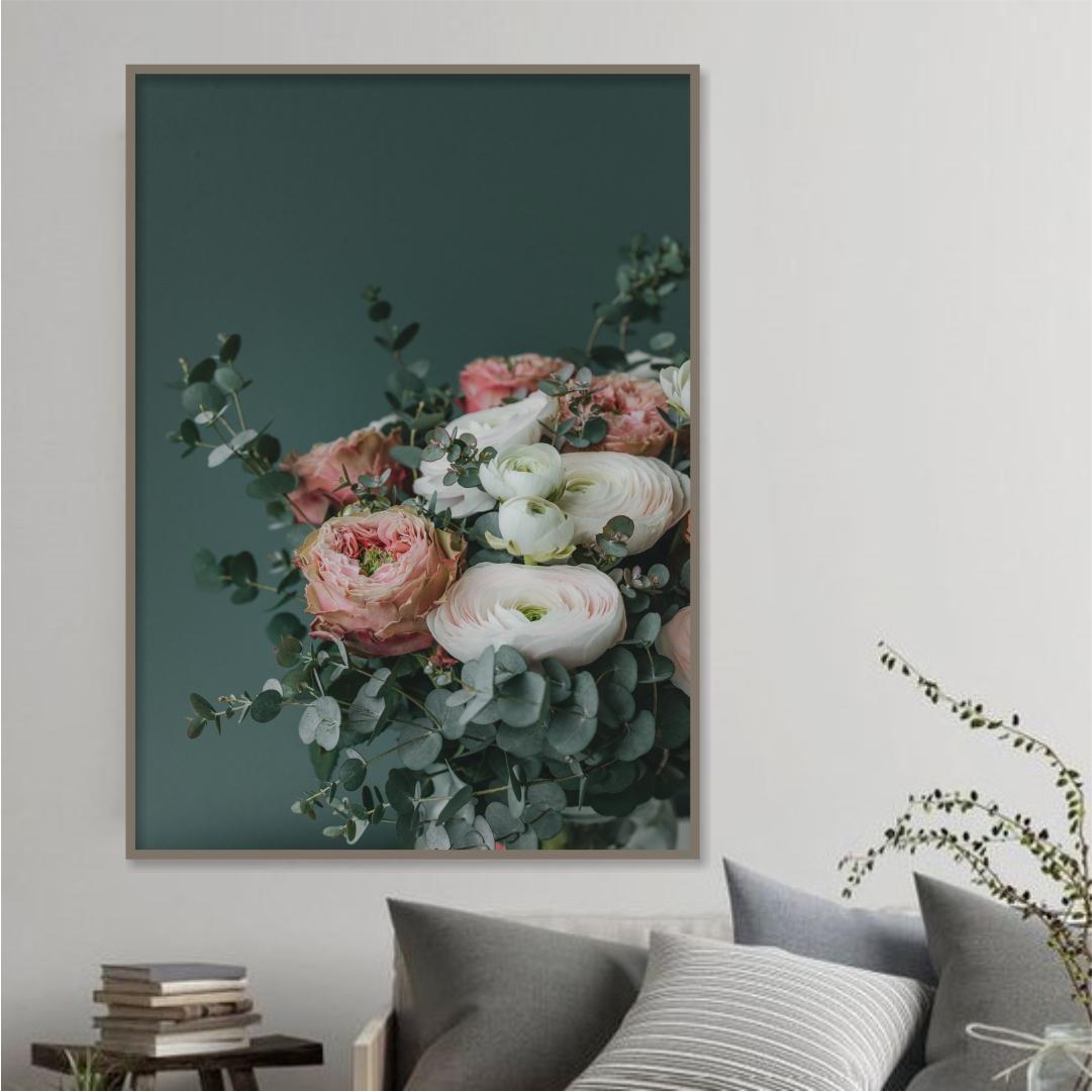 Quadro Decorativo Arranjo de Flores com Fundo Verde