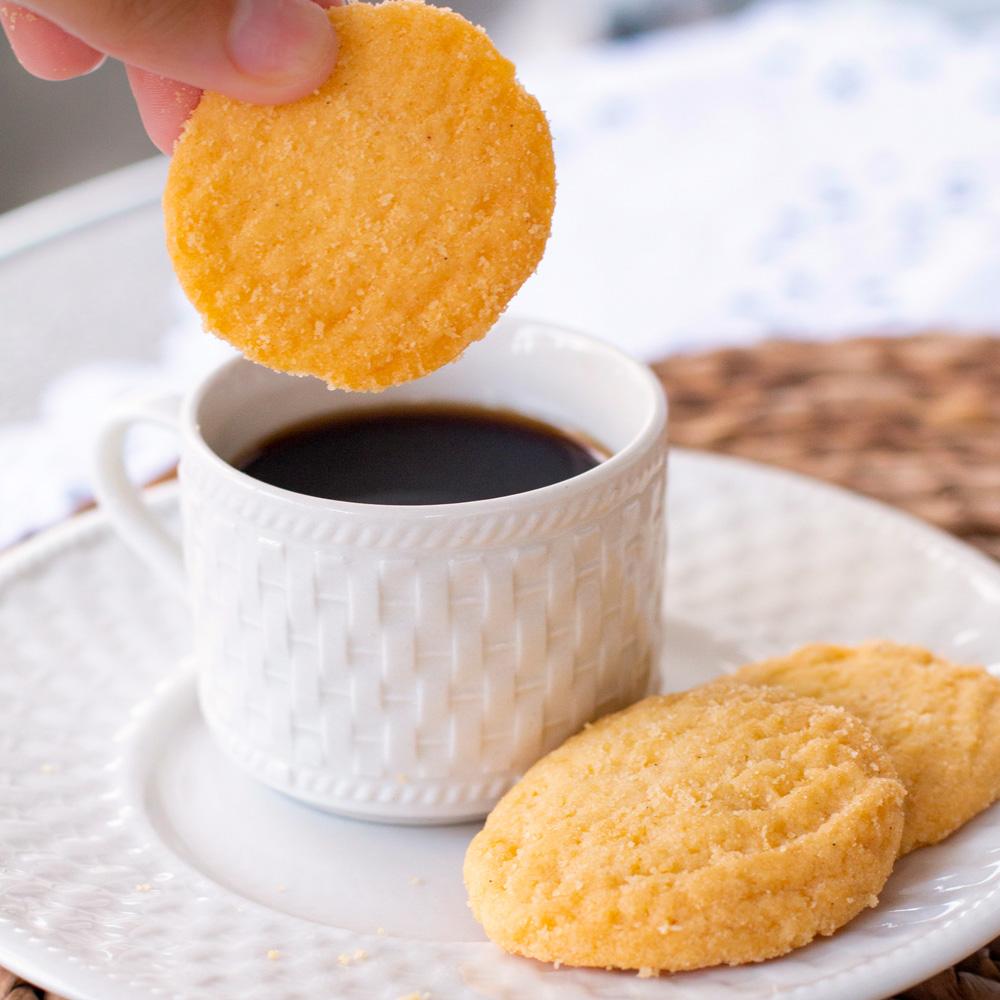 Lata P Biscoitos Amanteigados Suíço (80g) - Gratidão Preta
