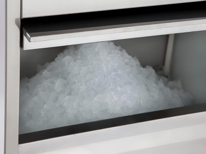 MÁQUINA DE GELO INOX EM ESCAMAS BENMAX SUPER ICE 50KG - 220V