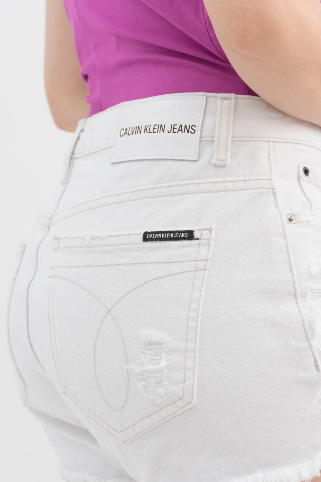 Shorts Calvin Klein Desfiado