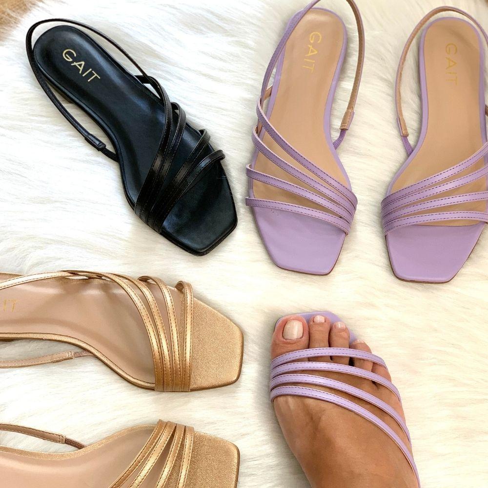 Sandália rasteira tiras finas enviesadas