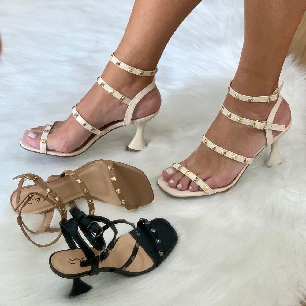 Sandália salto flair com spikes
