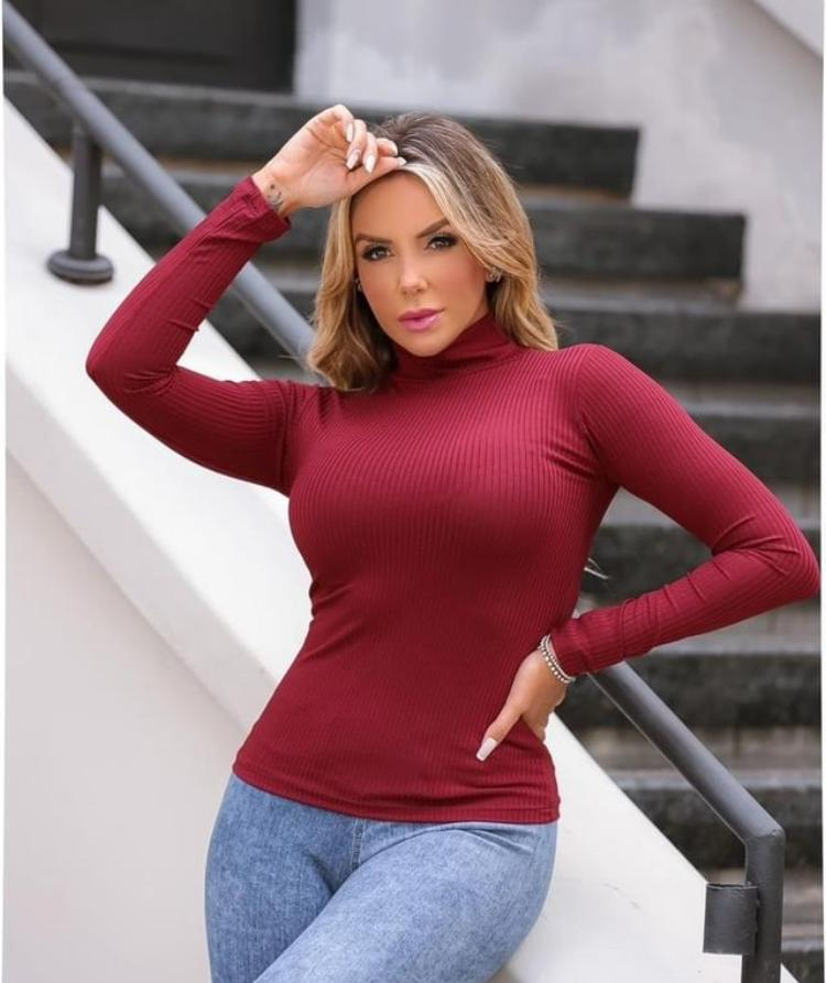 Blusa Canelada Gola Alta Feminina - Bruna