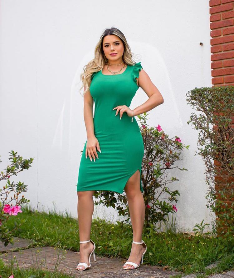 Vestido Curto Canelado Encorpado com Fenda Justinho Verde - Kyara