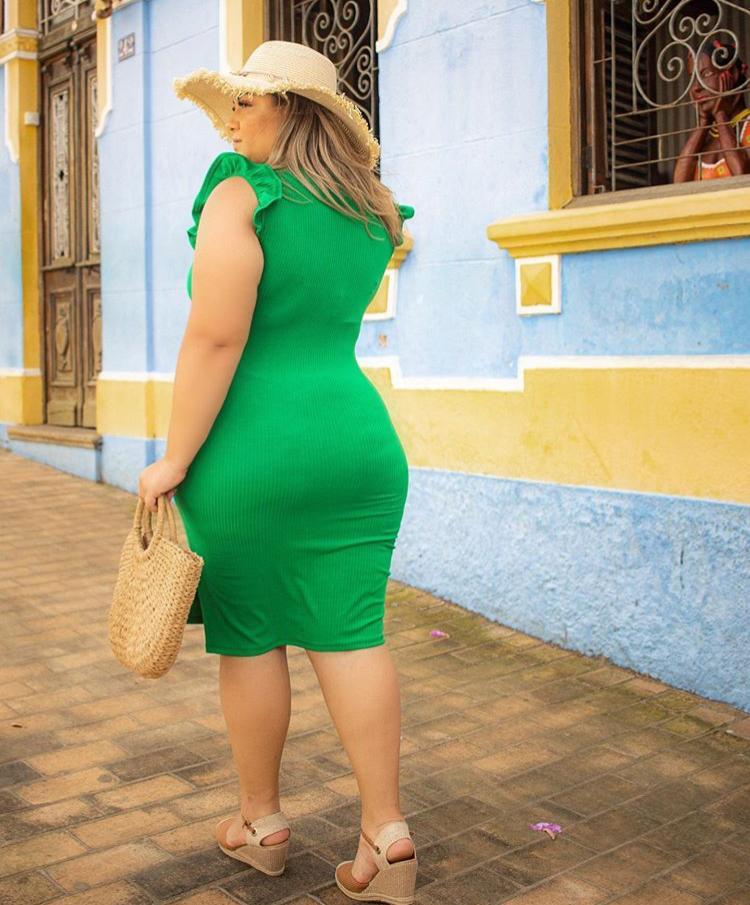 Vestido Plus Size Curto Canelado Encorpado Com Fenda Justinho Verde - Kyara