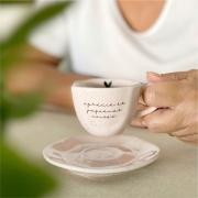 Kit com 4 Xícaras com Pires Rosa Aprecie as Pequenas Coisas Rosa para Café 75ml