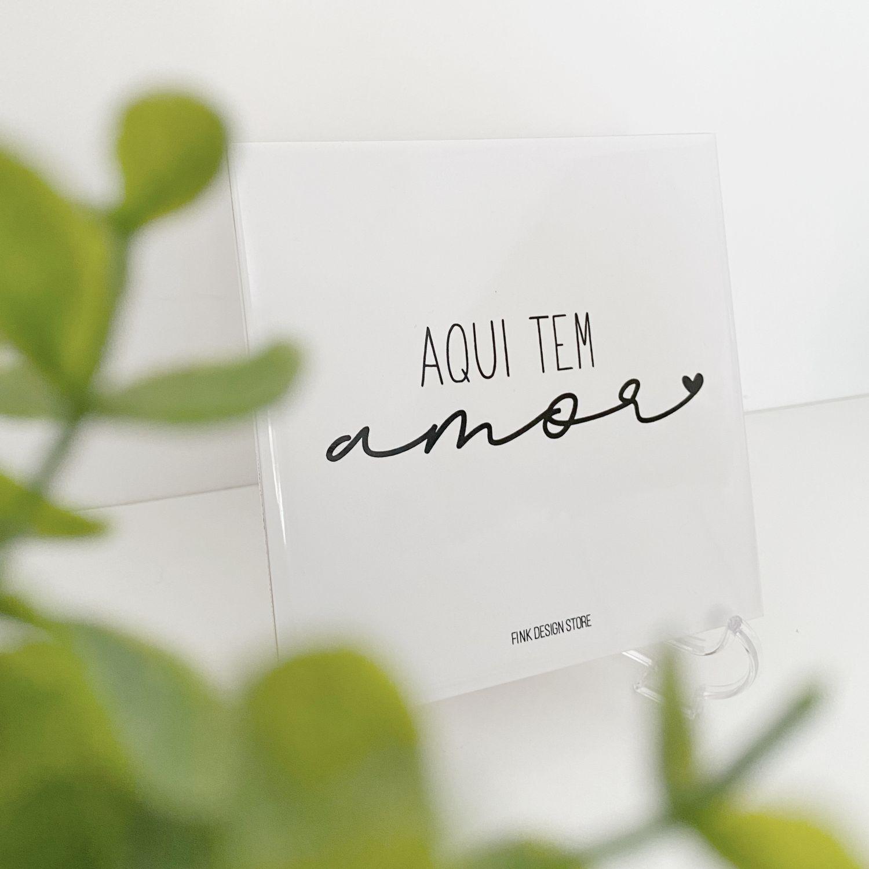 Azulejo Decorativo com Frase Aqui Tem Amor
