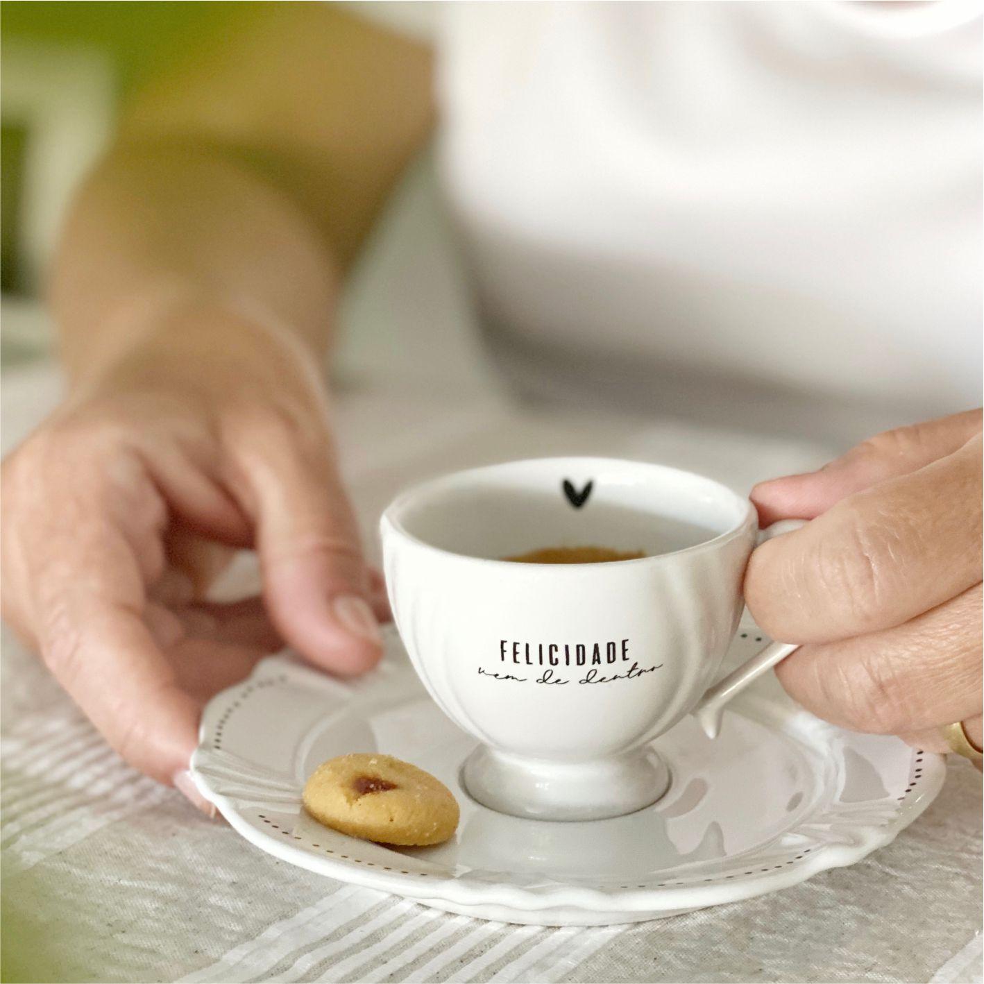 Kit com 4 Xícaras com Pires Felicidade para Café 75ml