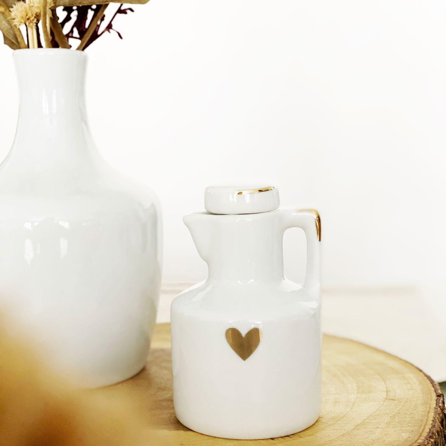Porta Azeite de Porcelana com Coração e Friso em Ouro