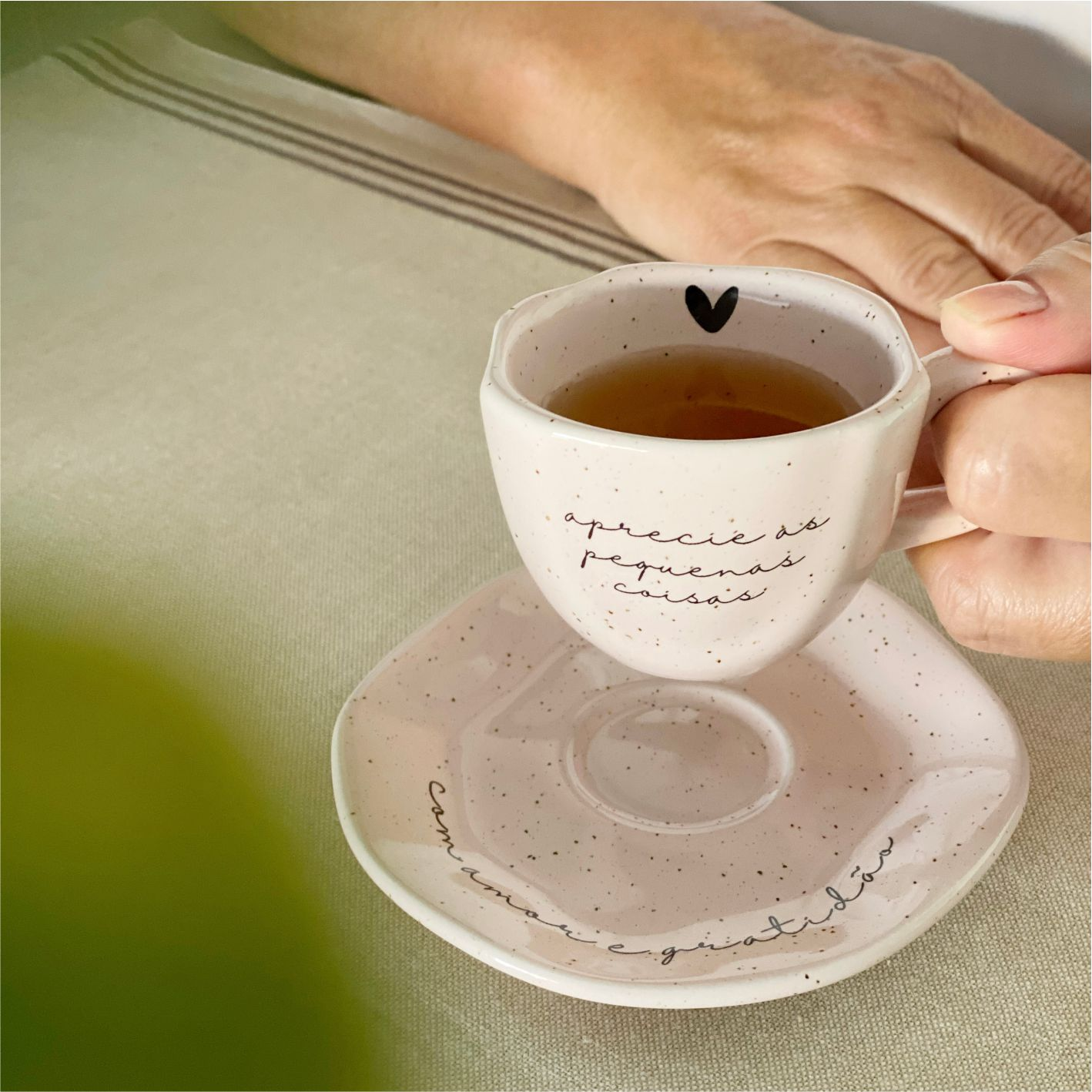 Xícara com Pires Rosa Aprecie as Pequenas Coisas Rosa para Café 75ml