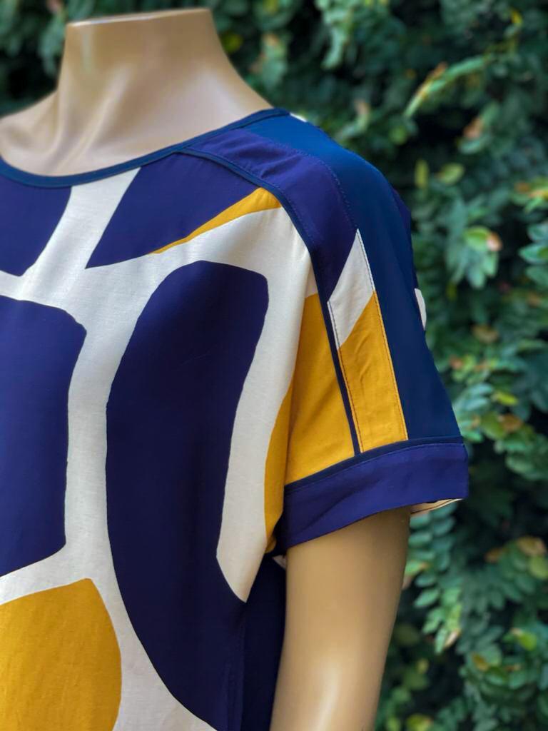Blusa Feminina Manga Curta Estampa Azul Marinho e Amarelo