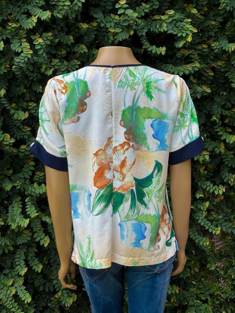 Blusa Feminina Manga Curta Estampa Floral Bege e Verde